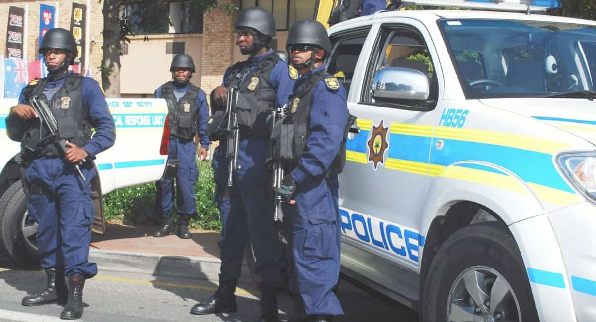 b03bb338-south_african_police_may_2010-1200x650